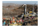Cina il primo dei 22 minatori portato in salvo.