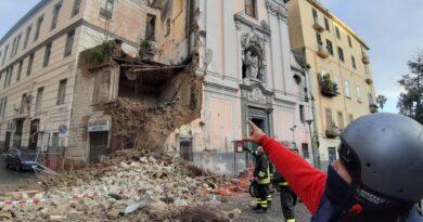 Napoli, crolla Chiesa